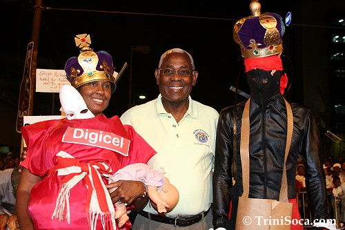 The Mayor congratulates the Queen, Margaret Montano and King, Franklin Jones of Jouvert
