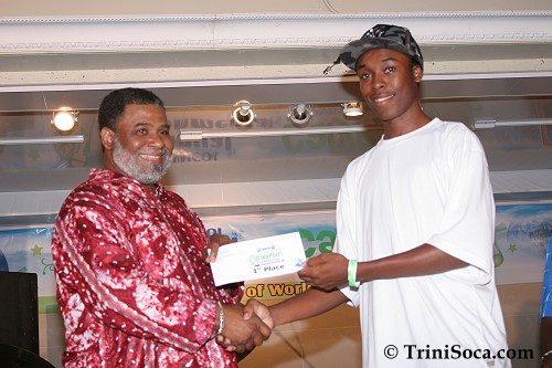 Ray Brathwaite makes a presentation to the SWMCOL Calypso Competition 2007 winner Phill Dyer